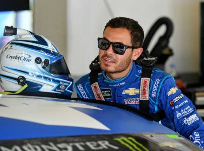 reinstated larson signs with hendrick motorsports