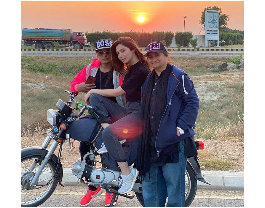 mahira khan learns how to ride a bike for quaid e azam zindabad