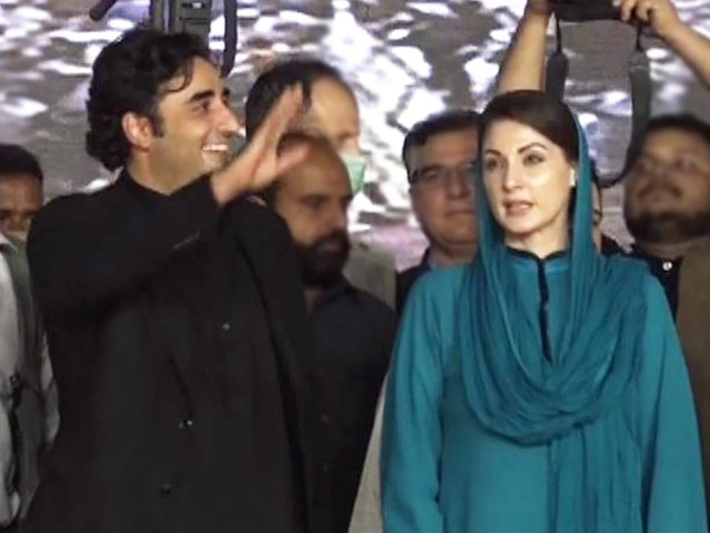 bilawal bhutto and maryam nawaz at the pdm s first political event in gujranwala screengrab
