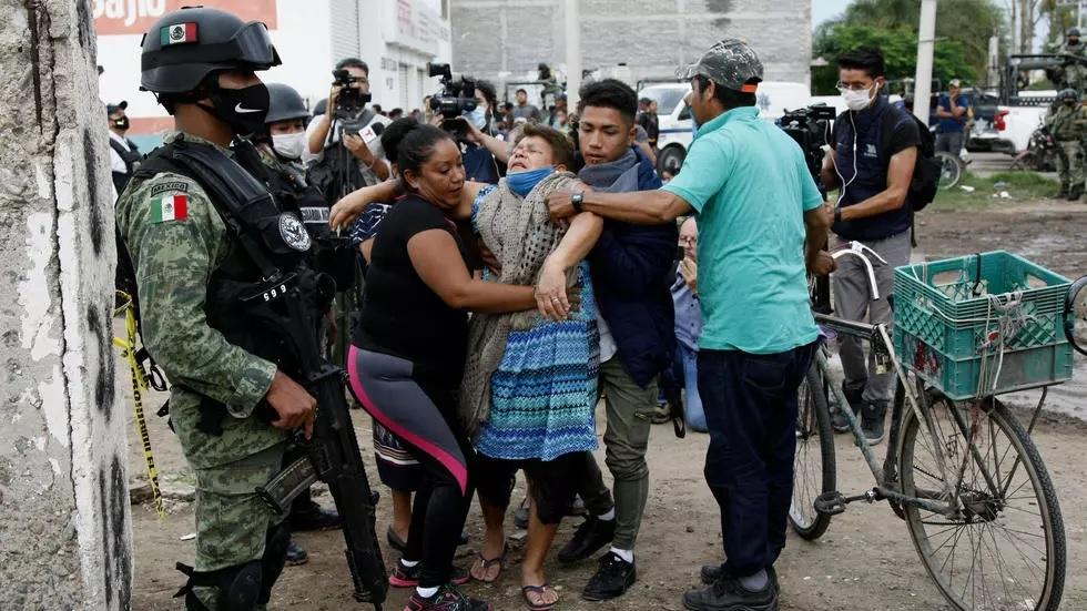 gun attack leaves 24 dead in central mexico