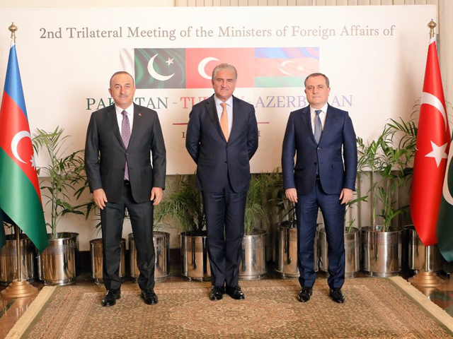 foreign minister of pakistan turkey and azerbaijan standing together in islamabad after a tri lateral meeting photo mofa