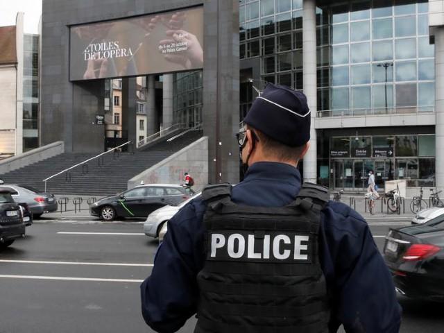 pakistani held over paris knife attack