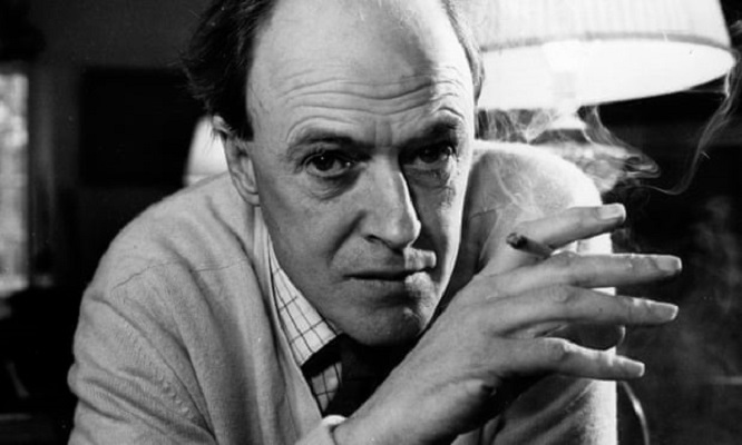 roald dahl s family apologises for his anti semitism