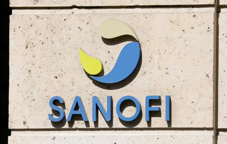 The logo of Sanofi is seen at the company's headquarters in Paris, France, April 24, 2020. REUTERS/Charles Platiau/File Photo