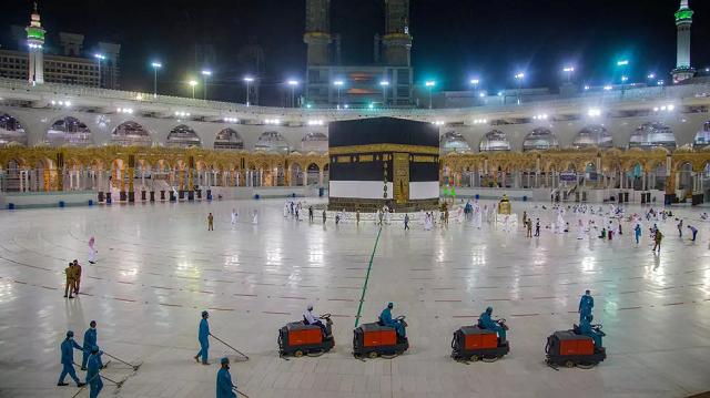 saudi arabia to fine pilgrims 2 666 for performing umrah without permit
