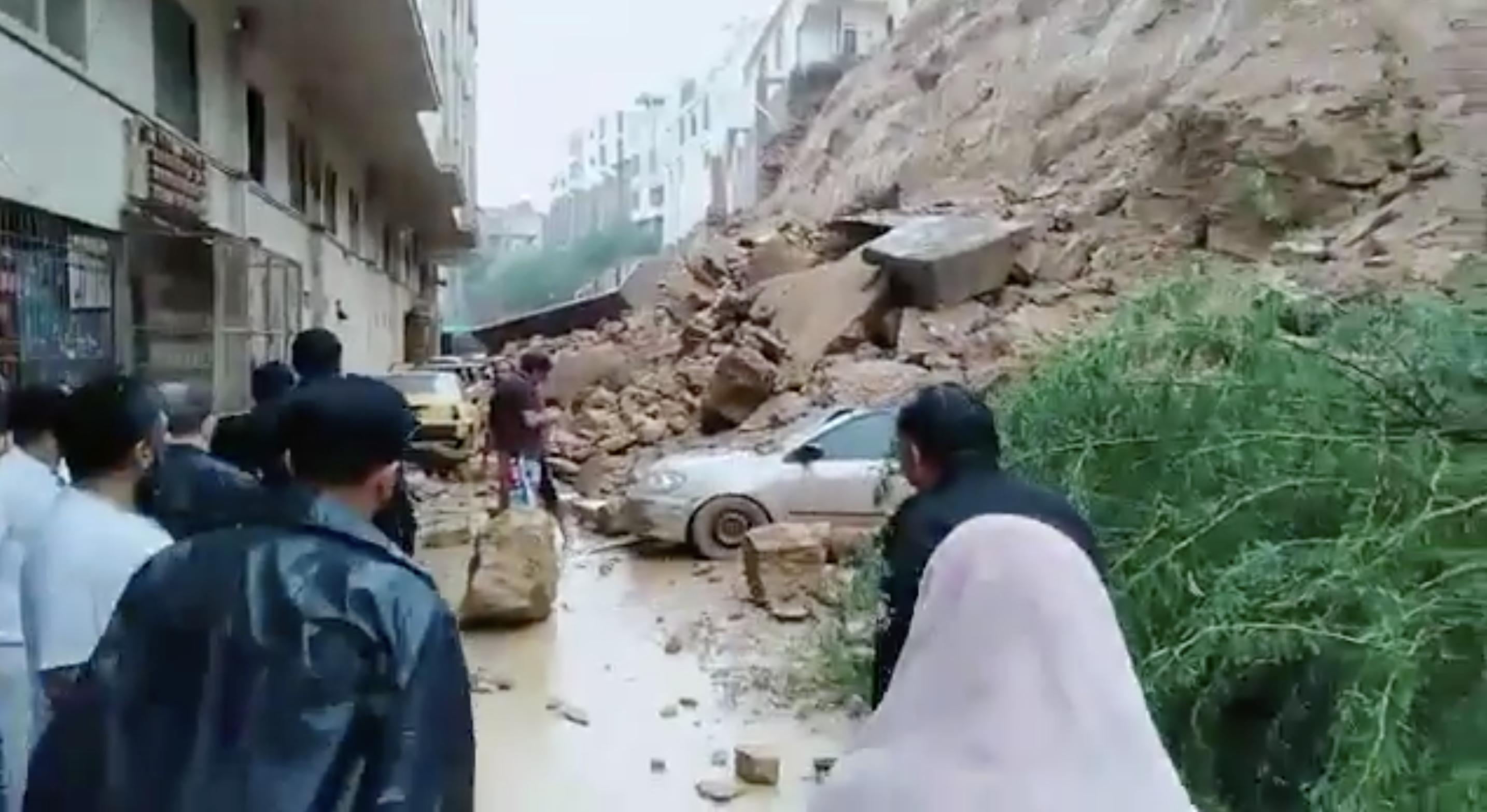 landslide buries 22 cars in gulistan e johar