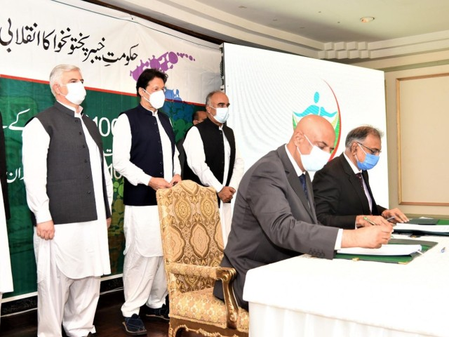 prime minister imran khan witnesses mou signing between khyber pakhtunkhwa government and state life for universal coverage of sehat insaf cards in k p in a ceremony held at islamabad on august 20 2020 photo pid