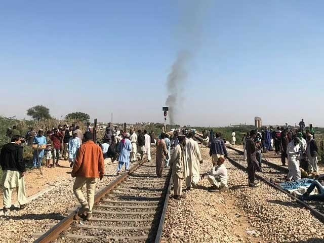 several trains cancelled after laid off psm employees block tracks in karachi