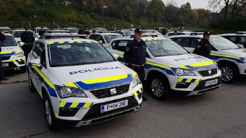 slovenian police detain pakistani migrants