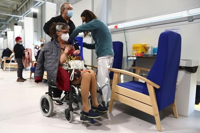a woman in a wheelchair receives her first dose of the astrazeneca covid 19 vaccine as the coronavirus disease covid 19 outbreak continues at enfermera isabel zendal hospital in madrid spain april 6 2021 photo reuters
