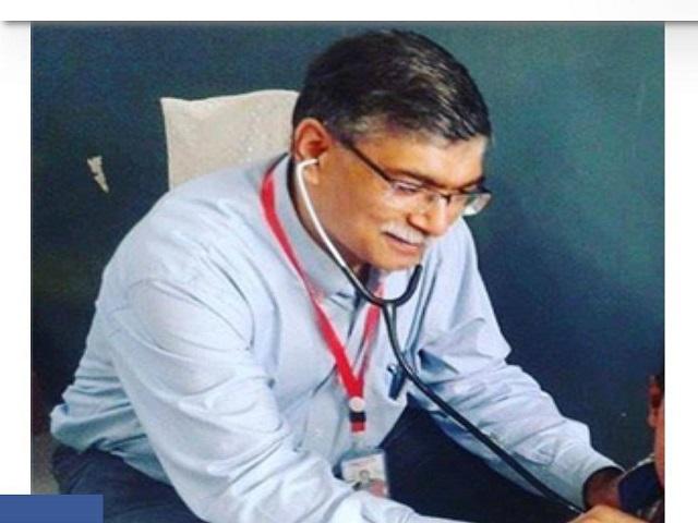 Dr Fasihuddin during one of his clinics.  SOURCE Fatima Fasih