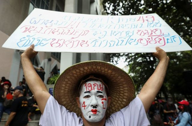thousands rally in thai capital against government