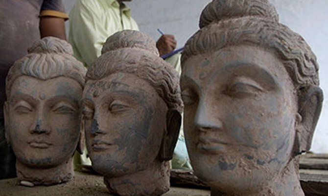 us returns stolen antiquities worth millions to pakistan