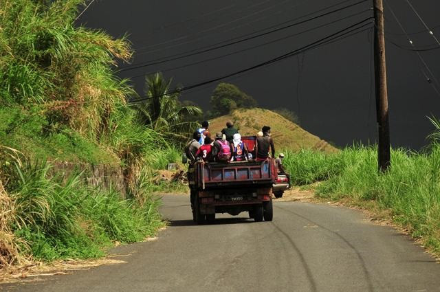 Evacuees travel on a farmer's truck as they leave the village of Rose Hall following the eruption of La Soufriere volcano on the eastern Caribbean island of St. Vincent April 9, 2021. PHOTO: REUTERS
