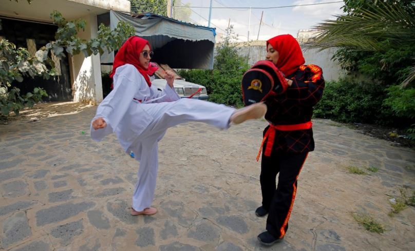 in pictures as war rages yemeni girls find strength in kickboxing