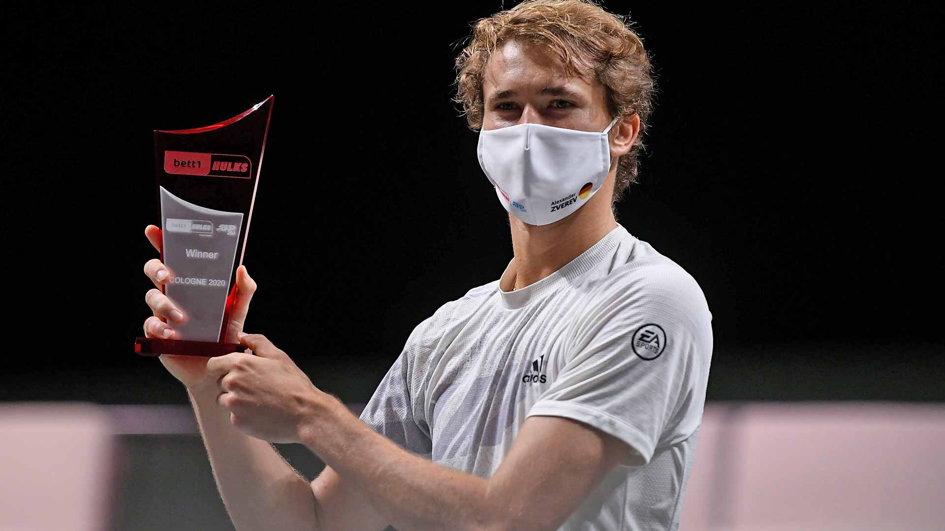 Zverev beats Mannarino to reach another semifinal in Cologne