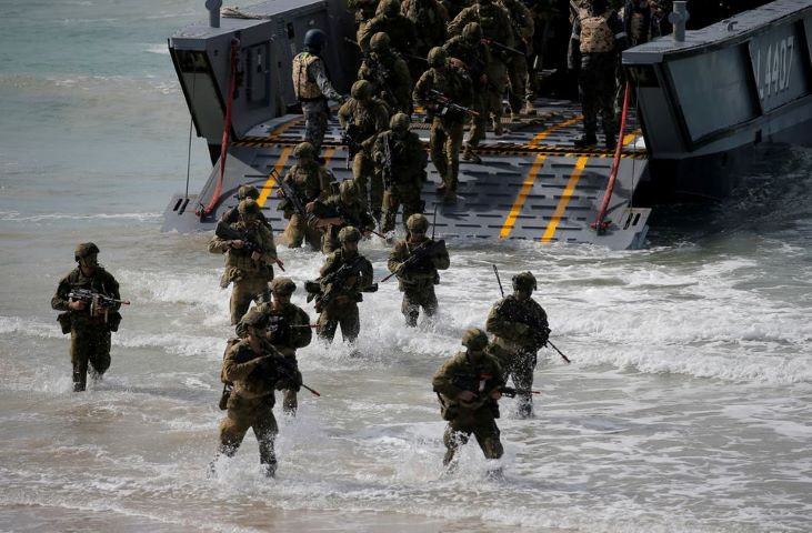 soldiers from the australian army s 3rd brigade step into the ocean during an amphibious assault landing on langham beach during the talisman saber joint military exercises between australia and the united states in queensland northeast australia july 13 2017 reuters jason reed