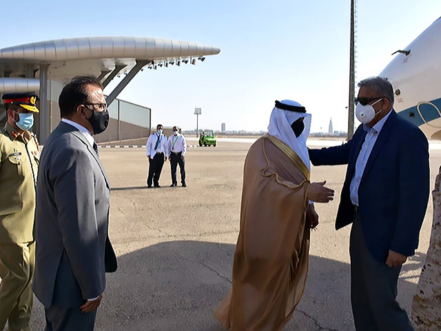 gen qamar is being received by pakistan s recently appointed ambassador to saudi arabia lt gen retd bilal akbar and saudi military officials photo courtesy arab news