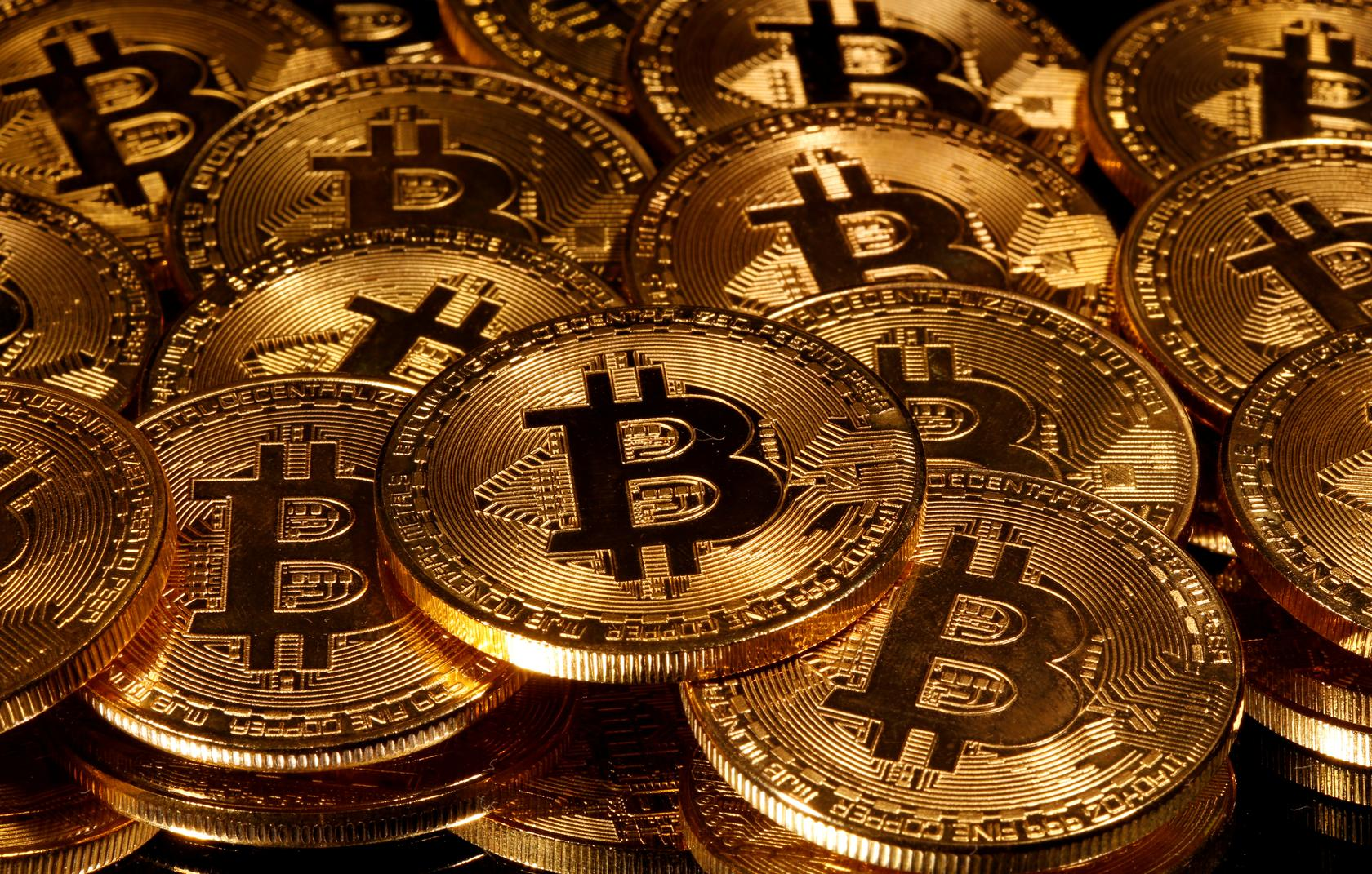 bitcoin rises above 10 000 for first time since early june