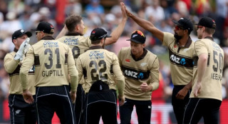 new zealand edge australia in t20 run fest