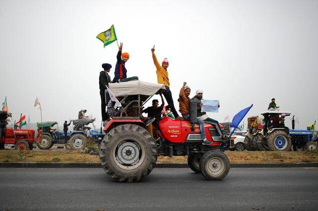 farmers participate in a tractor rally to protest against the newly passed farm bills at singhu border near new delhi india january 7 2021 reuters