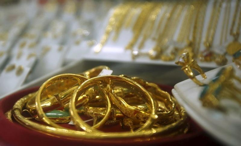 Gold surpasses US$1800 for first time since November 2011