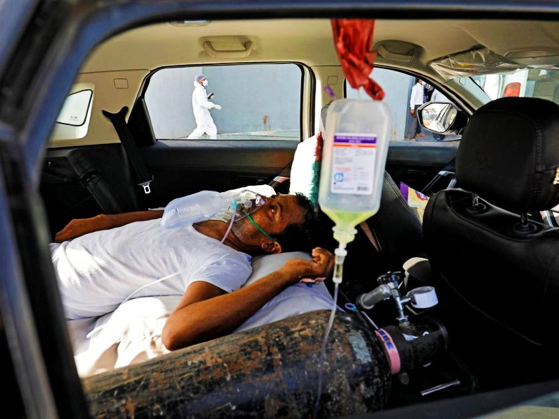 a patient with breathing problems is seen inside a car while waiting to enter a covid 19 hospital for treatment amidst the spread of the coronavirus disease covid 19 in ahmedabad india april 22 2021 photo reuters