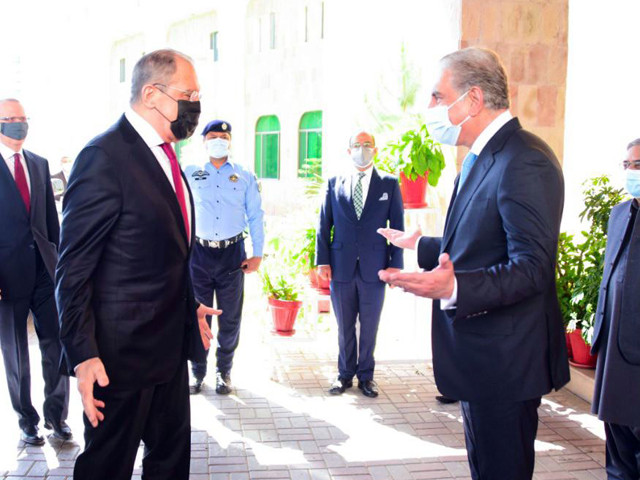 russian fm is being received by his pakistani counterpart upon arriving at the foreign office photo twitter smqureshipti