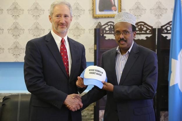 us ambassador gifts somalian president make somalia great again cap photo twitter