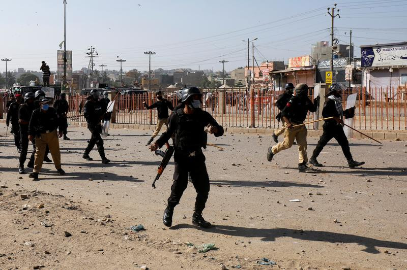 police clashes with tlp supporters photo reuters