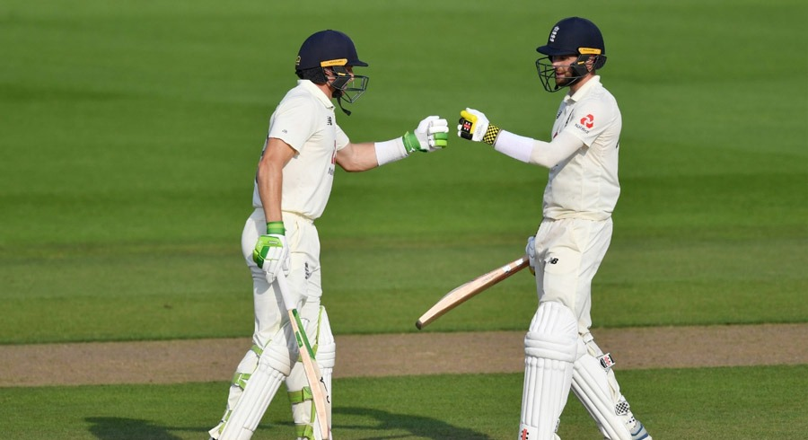 woakes buttler star as england down pakistan in first test